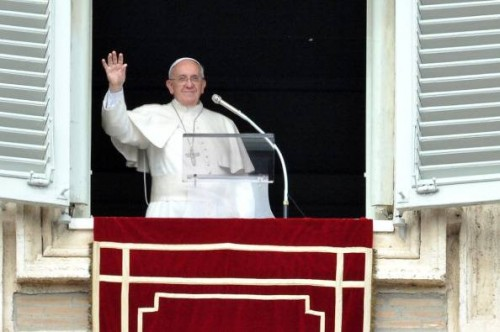 Papa Francesco all'Angelus: Gesù salva, cura e guarisce